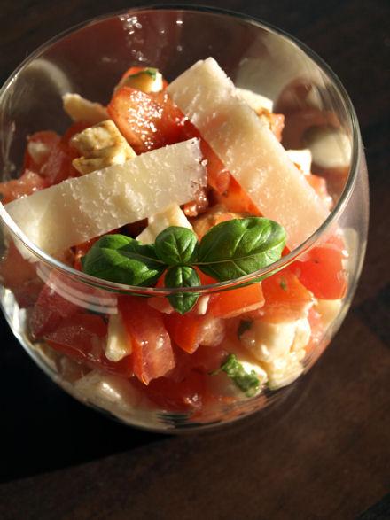"""Résultat de recherche d'images pour """"verrines tomate mozzarella au jambon de pays"""""""