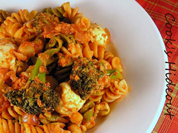 Pasta with Broccoli and Mozzarella in Red Pepper Sauce