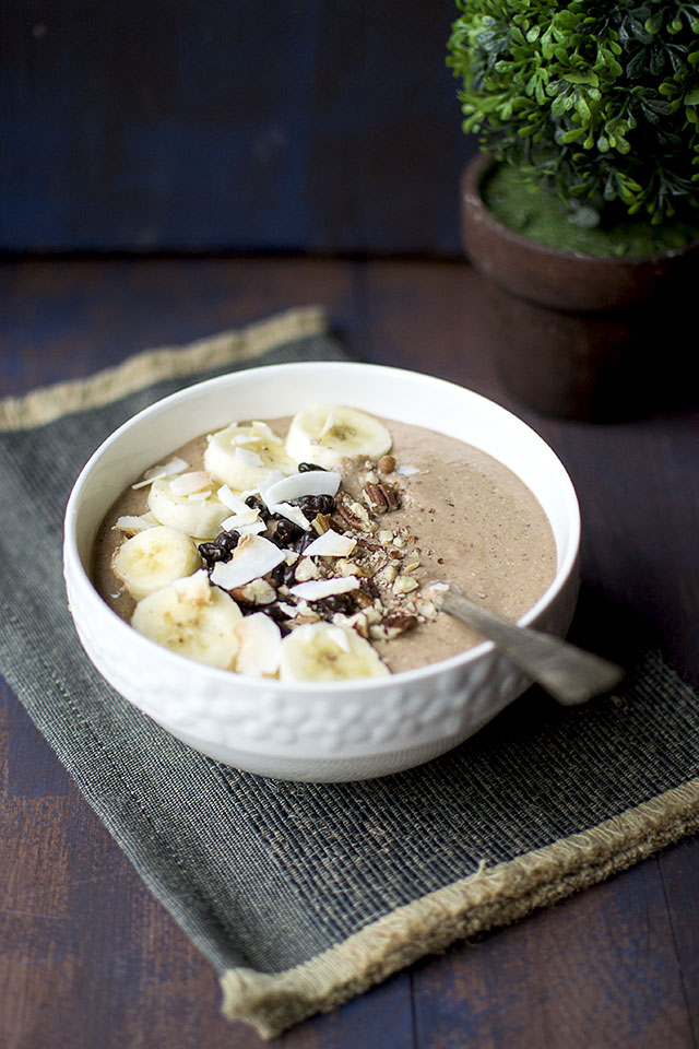 Smoothie Bowl with Chocolate and Chia seeds