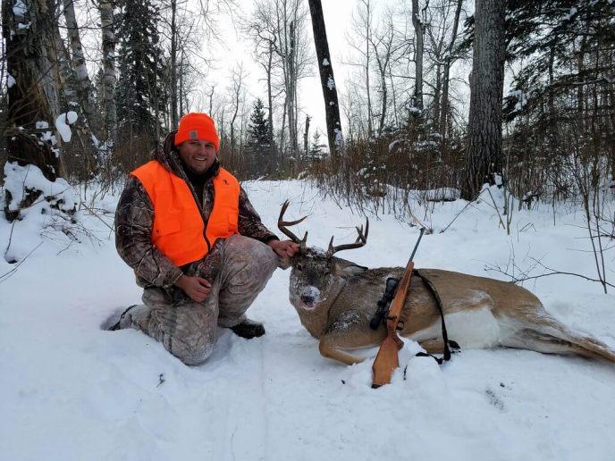 deer hunting canada - image