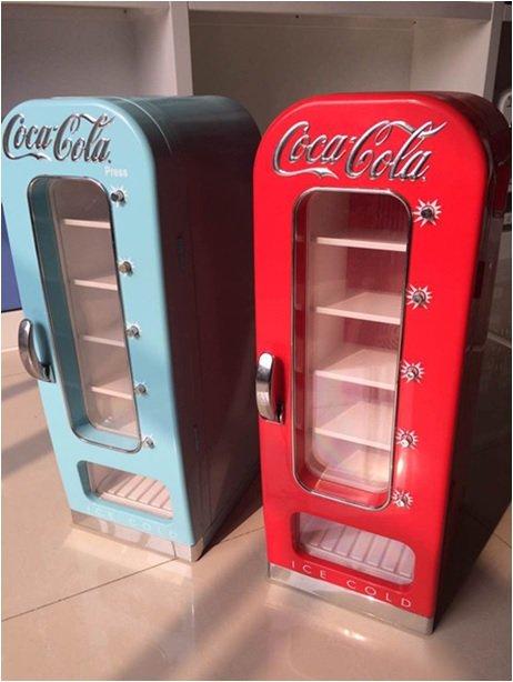 Distributeur Canettes Coca Cola