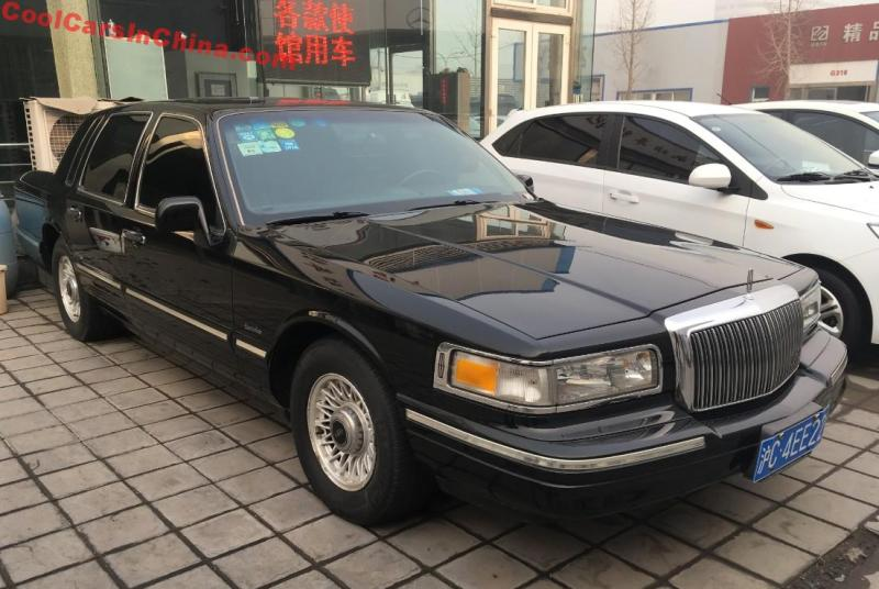 The Lincoln Town Car Executive Series Is How A Luxury American Car