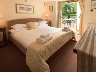 kingennie-boathouse-bedroom
