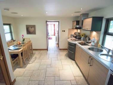 kingennie-boathouse-kitchen