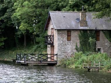 kingennie-boathouse-side-view
