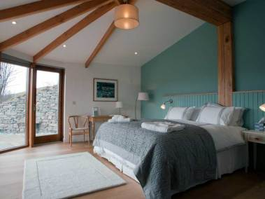 stonehouses-treetop-house-bedroom