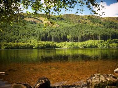 strathyre-log-cabins-exterior-view-of-loch