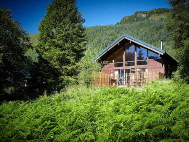 strathyre-log-cabins-exterior-view-two