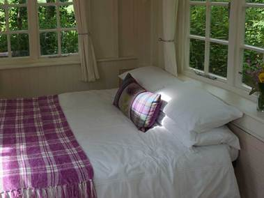 summer-howf-outside-bedroom