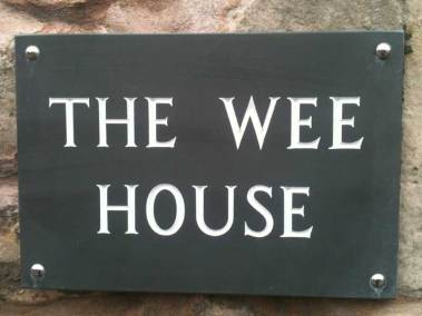 wee-house-st-andrews-sign