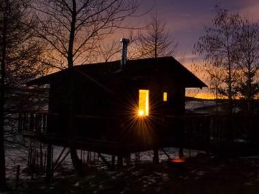 wee-howf-exterior-at-night