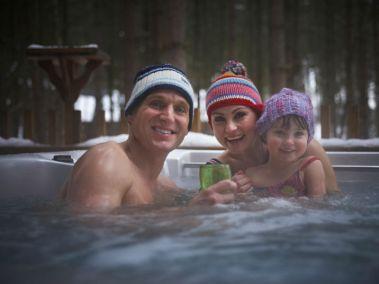 strathyre cabins hot tub