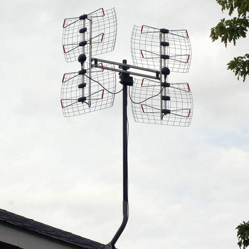 Antennas Direct DB8e mounted outdoors