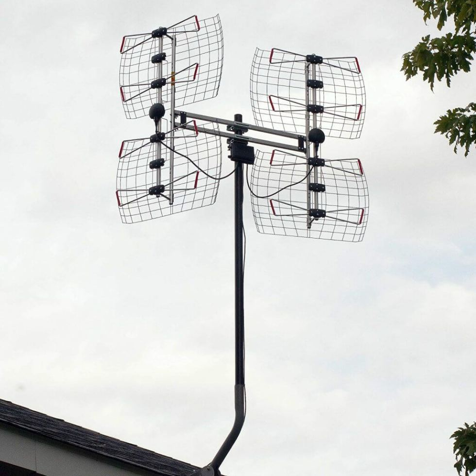 Antennas Direct DB8e mounted outdoors