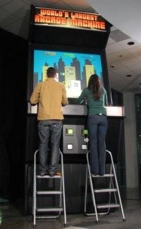 worlds-largest-arcade-machine.jpg