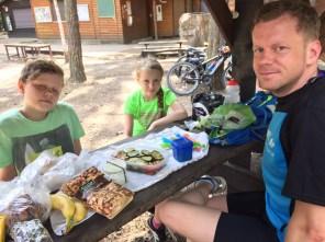 Picknick am Waldspielplatz