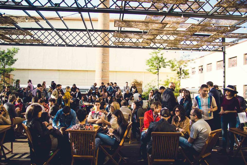 Vermut Solidario   Diversión y solidaridad en la Antiga Fàbrica Estrella Damm