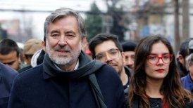 Alejandro Guillier junto a Camila Vallejo en la campaña de recolección de firmas para el candidato presidencial.