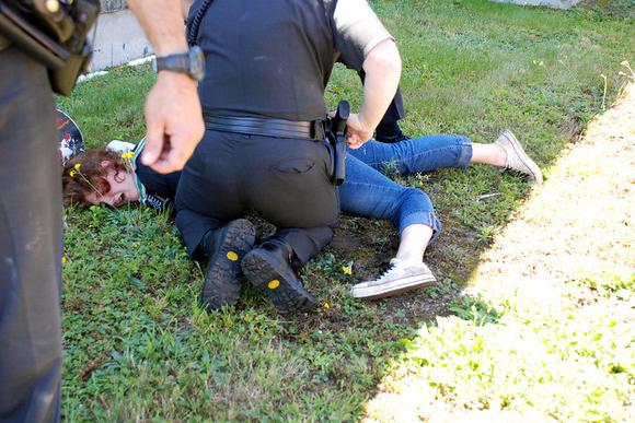 police-violence-against-woman-bill-buppert-zerogov-copblock-2
