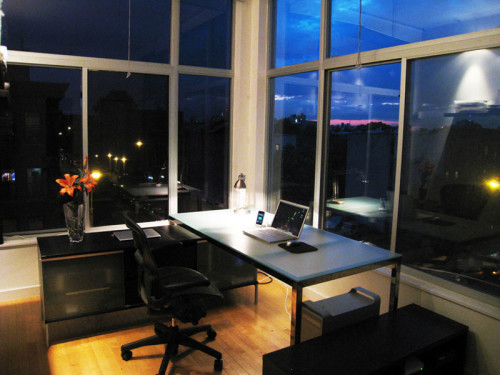 By Mackenzie Kosut (Flickr: Brooklyn Home Office, Minimized, At Night) [CC BY-SA 2.0 (http://creativecommons.org/licenses/by-sa/2.0)], via Wikimedia Commons