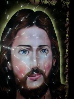 البحث الجنائى : نقلنا صورتين المسيح بعد تجمع اكثر من 10 آلاف مواطن حولهما .. الانبا بافلى يضعهما في صندق .. ولجنة تقصى حقائق حول المعجزة