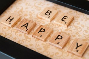 be happy scrabble deco