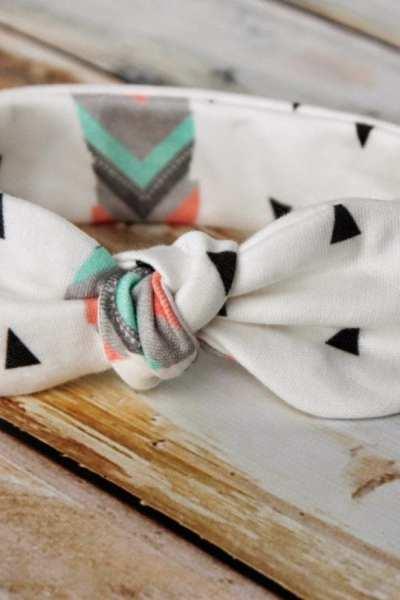 Knot Bow Headband Pattern and Tutorial – Easy DIY Headband for Baby and Toddler.