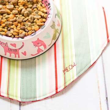 DIY-fish-cat-food-mat-sew-for-cat-coral-and-co