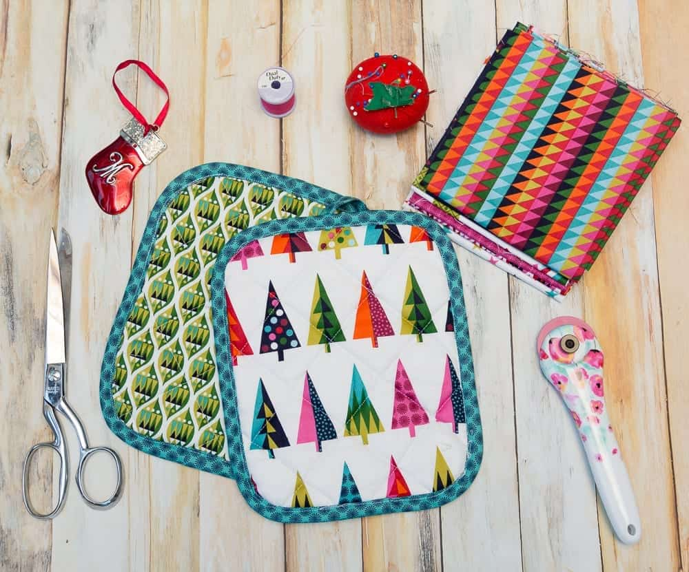 graphic relating to Free Printable Christmas Sewing Patterns known as Xmas Pot Holders - An Simple Closing Second Present Toward Sew