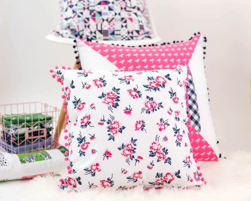 Sewing tutorial: Easy pom pom pillow