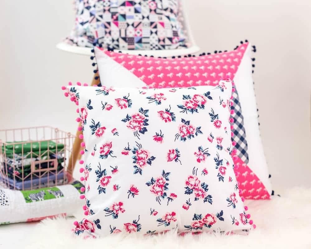 Sewing tutorial: Easy pom pom pillow