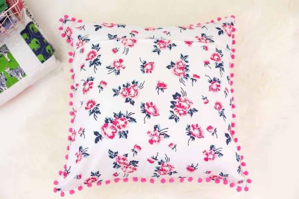 pom-pom-pillow-cover-tutorial
