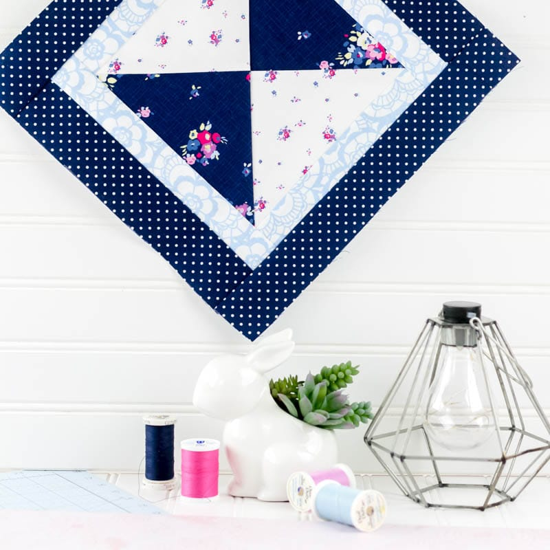 Sewing tutorial: Mini hourglass quilt pattern