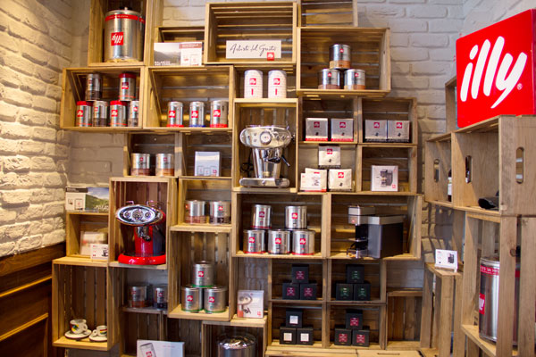 crema-coffee-shop-market-illy