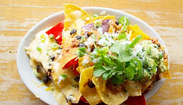 The-Bar-chicken-chili-nachos