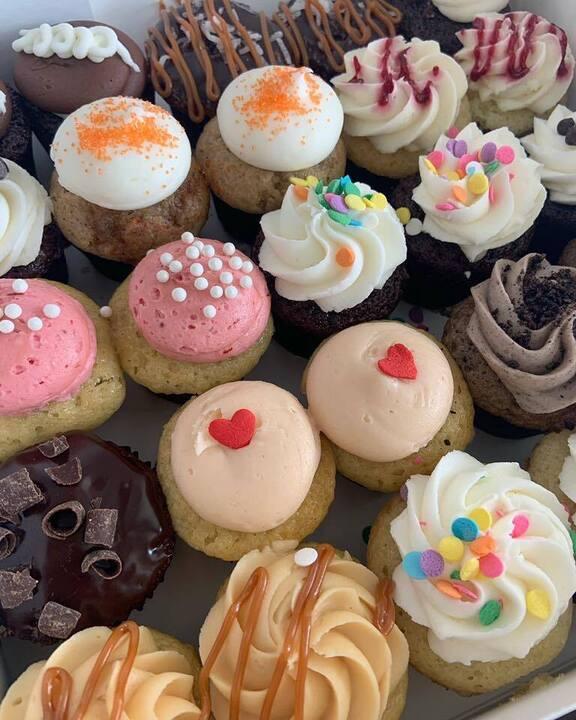 Mishas Cupcakes Miami, Florida amazing special occasion birthday cake