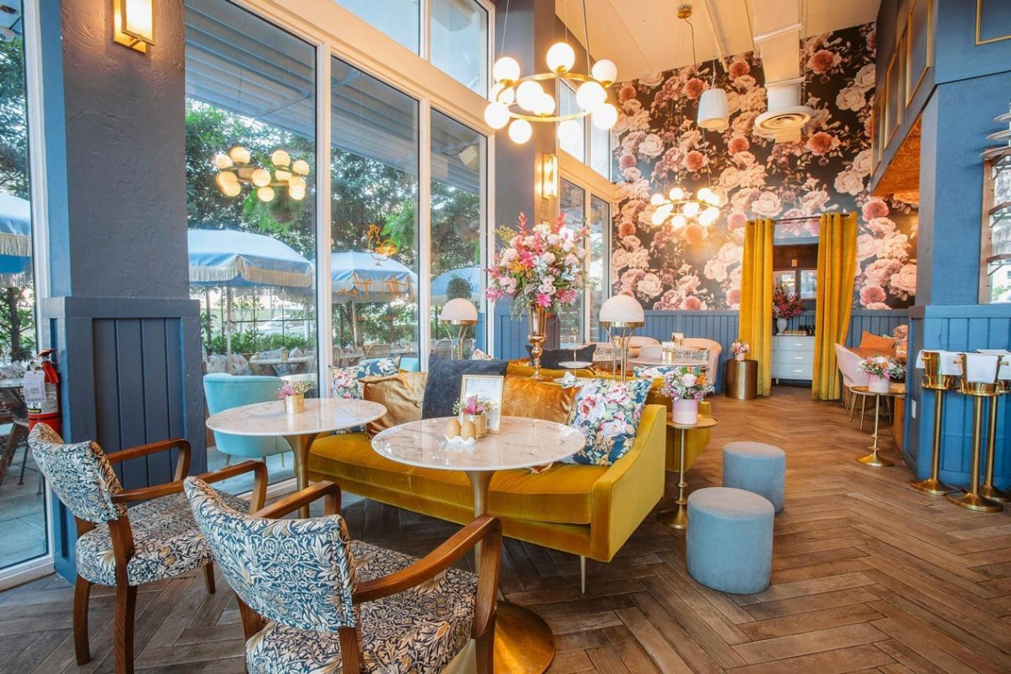 Miami Brunch Hostspot Little Hen in Midtown Miami with Instagrammable location and food indoor seating
