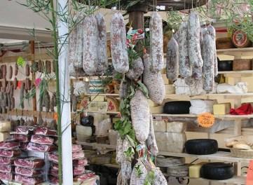 Bancarella salumi e formaggi tipici
