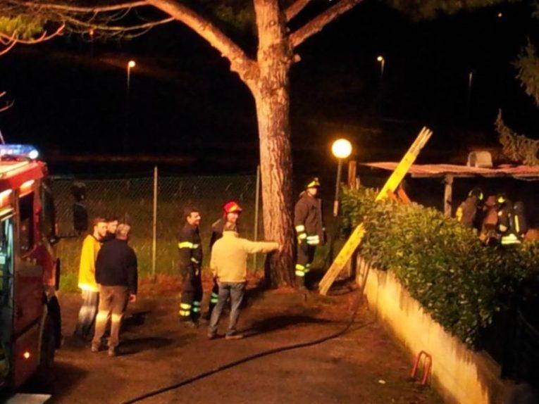 Barbecue in fiamme a San Mariano, i pompieri intervengono con una squadra 5