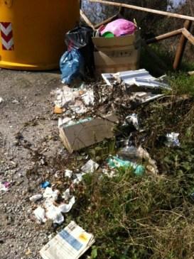 Preservativi e rifiuti al Belvedere 11