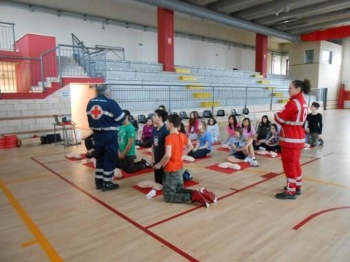La Croce rossa alla Bonfigli insegna il primo soccorso 13