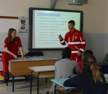 La Croce rossa alla Bonfigli insegna il primo soccorso 22
