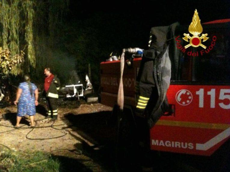 Incendio a Castelvieto nella notte, i pompieri salvano gli animali dal rogo 3