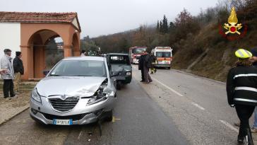 Incidente a Corciano: l'Ape si ribalta, intervengono i vigili del fuoco 4