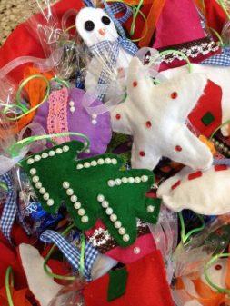 Babbo Natale in anticipo, porta regalini ai bimbi della primaria di Mantignana 3