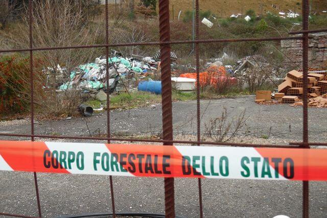 Rifiuti pericolosi vicini ad un cantiere, sequestrata un'area di 5000 metri quadrati 2