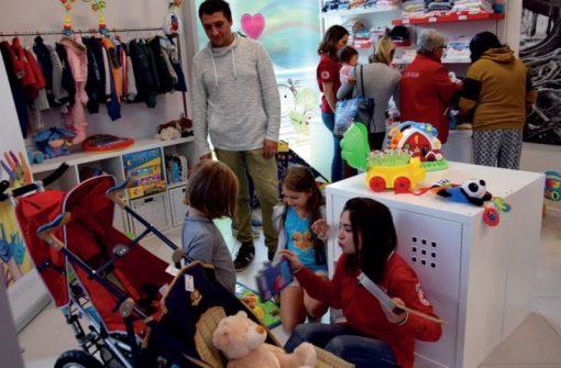 """""""Tree of Life"""", successo per l'inaugurazione del Charity Shop della Croce Rossa 5"""