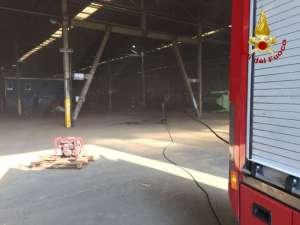 ac556aa 2 300x225 - Incendio ad Ellera in uno stabilimento abbandonato