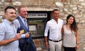 La BCC Umbria riporta a Corciano lo sportello del bancomat per la gioia di residenti, turisti e commercianti