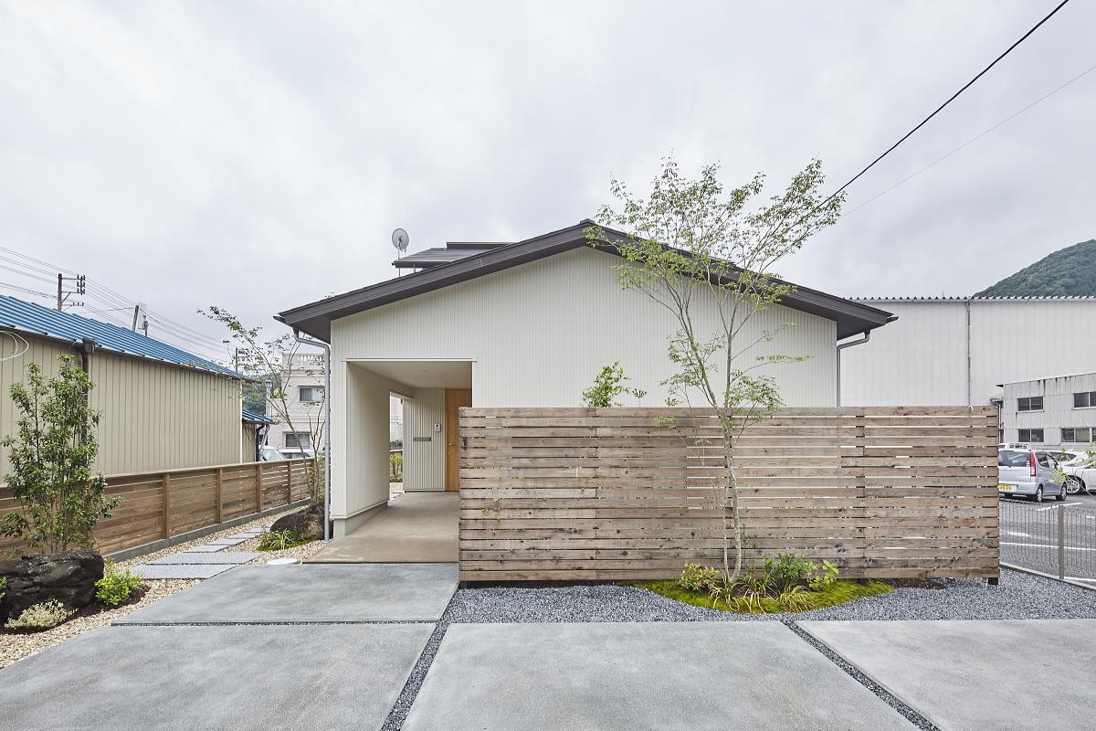 広島県府中市の注文住宅|シンプルな外観は年齢を問わず住まい手に似合ってくれる